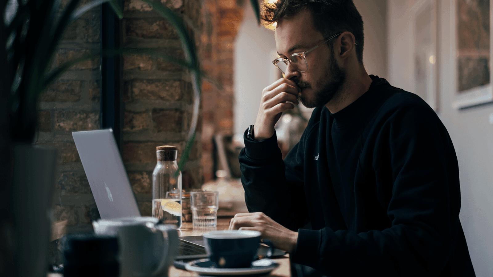 Man laptop cafe
