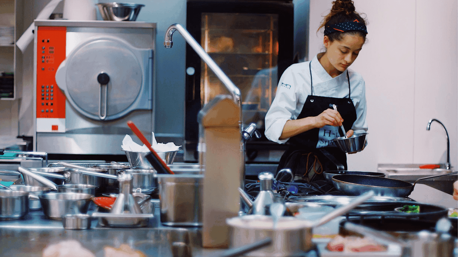The Definitive List of Restaurant Industry Experts to Follow in 2019 Hero Image 1
